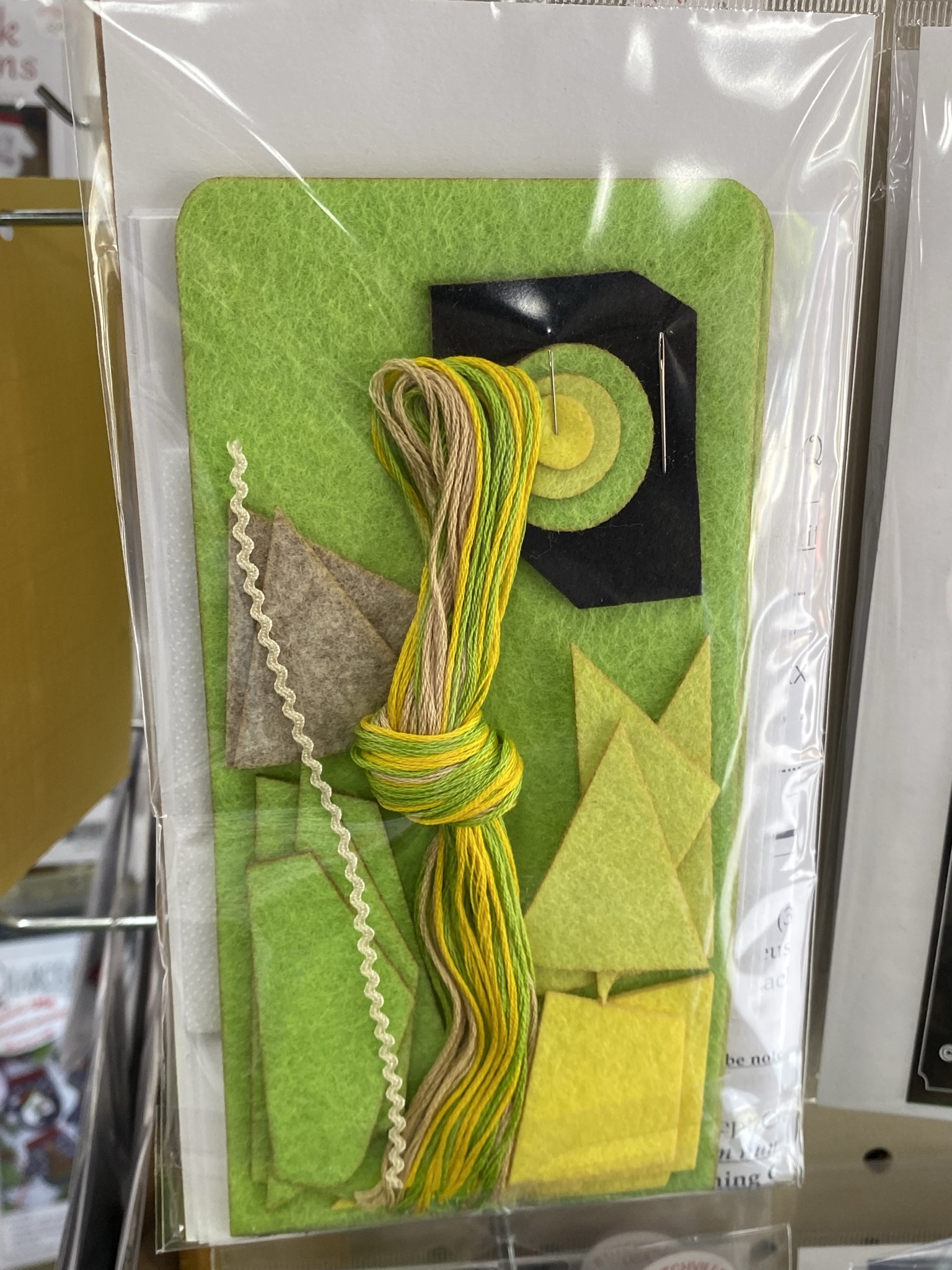Contents of the wool applique glasses cases kit